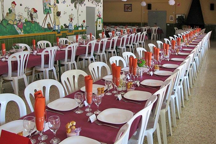 Taula per a celebració Taula per a celebració a la casa de colònies El Rourell